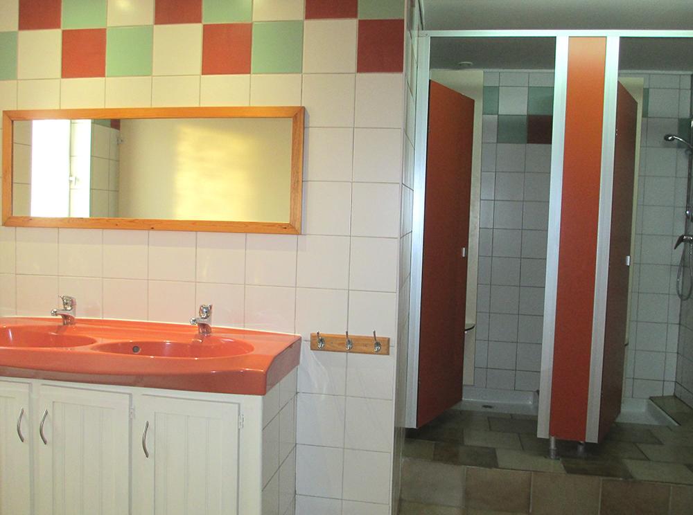 Salle de bain meublé